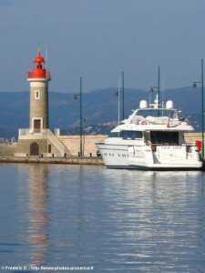 Sortie du port de St-Tropez vers le golfe